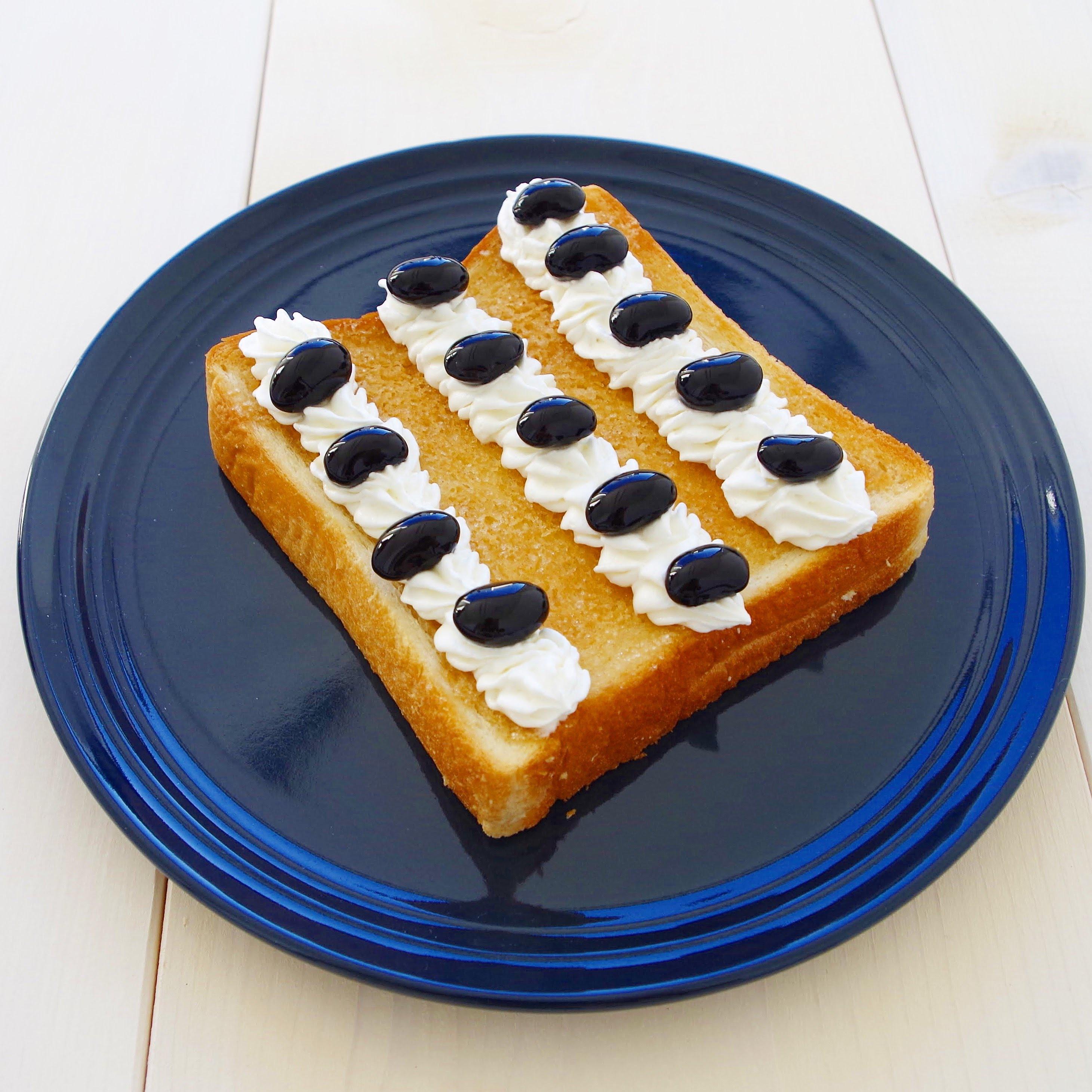 見た目もかわいい!黒豆トースト